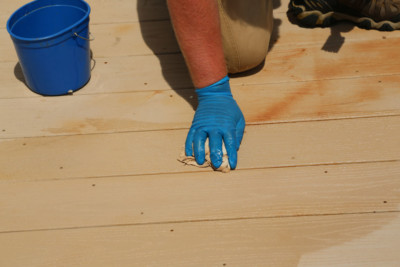side by side rust & deck stain removal | DeckMax®